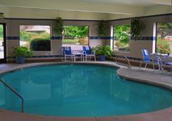 Oxford Suites Portland - Jantzen Beach - Portland - Pool