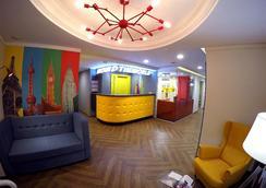 Boutiqe Hostel Vokrug Sveta - Ekaterinburg - Front desk