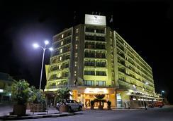 Hotel Memling - Kinshasa - Outdoor view