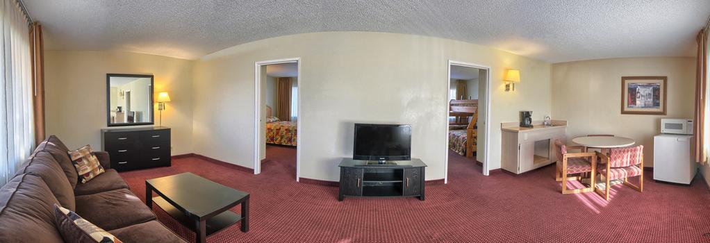 Relax Inn And Suites - El Cajon - Bedroom