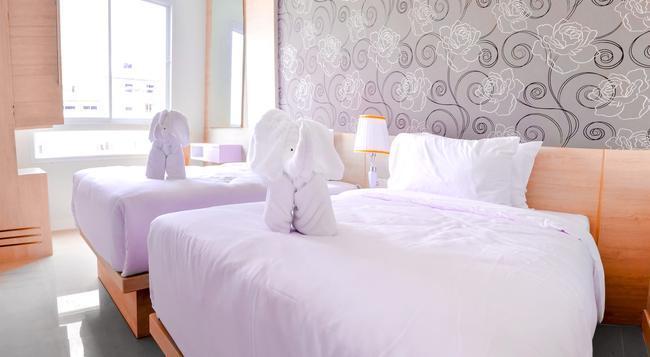 Mirage Express Patong Phuket Hotel - Patong - Bedroom