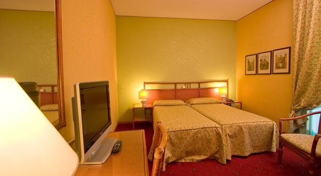 Hotel Laurentia - Rome - Bedroom