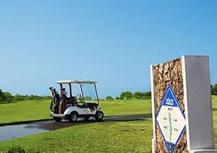 Thunderbird Resorts - Poro Point - San Fernando (La Union) - Golf course
