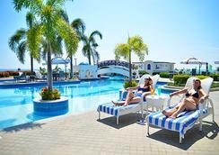 Thunderbird Resorts - Poro Point - San Fernando (La Union) - Pool