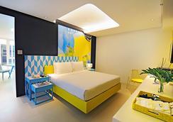 Astoria Current - Malay - Bedroom
