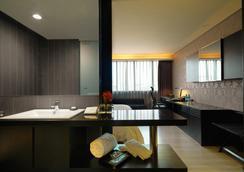 Fx Hotel Taipei Nanjing East Road Branch - Taipei - Bathroom