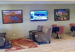 Travelers Inn - Phoenix - Lobby