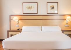 Hotel Ilunion Alcalá Norte - Madrid - Bedroom