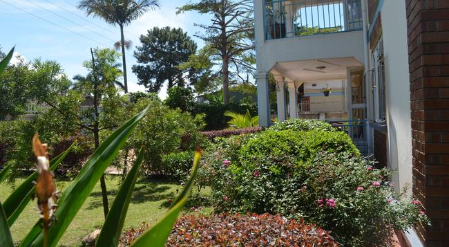 African Roots Guesthouse - Entebbe - Building