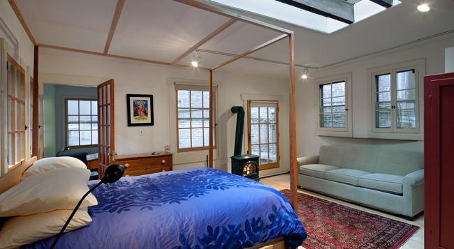 The Canal Park Inn - New York - Bedroom