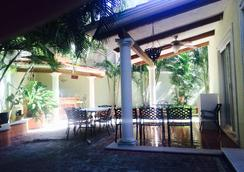 Hello World Hostel - Playa del Carmen - Patio