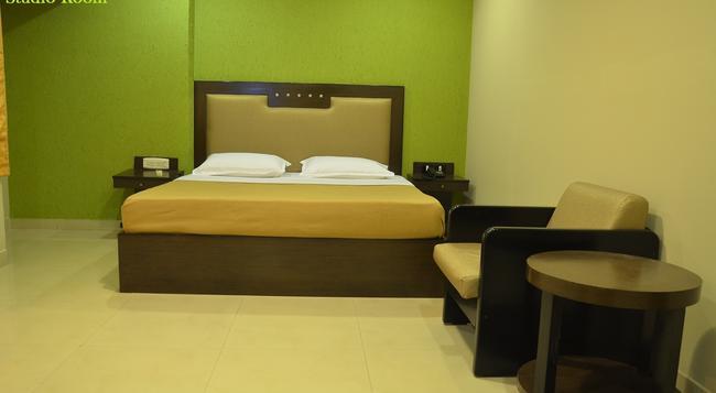 Santhome Inn - Chennai - Bedroom