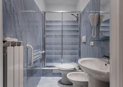 Domus Napoleone - Rome - Bathroom