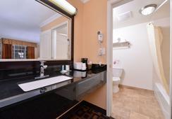Torch Lite Inn - Santa Cruz - Bathroom