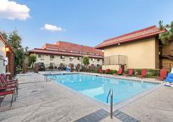 Red Roof Inn Santa Ana - Santa Ana - Pool