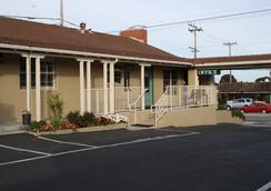 El Castell Motel - Monterey - Building
