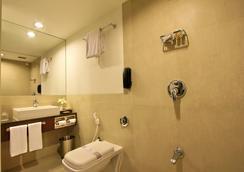 Hotel Express Towers - Vadodara - Bathroom