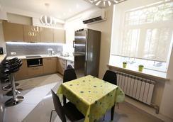 Hostel U Vokzala Brandson - Khabarovsk - Kitchen