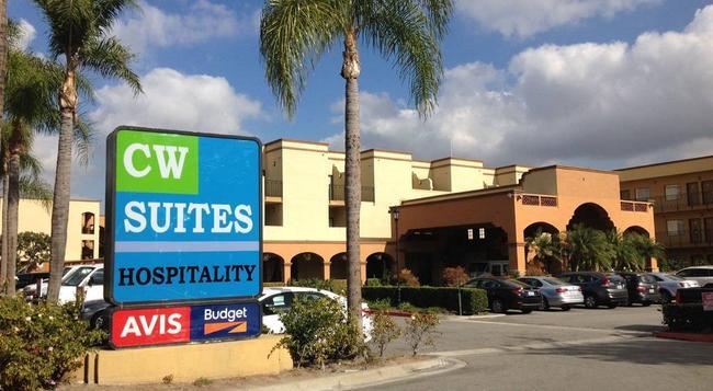 Country Inn & Suites By Carlson, John Wayne Air - Santa Ana - Building