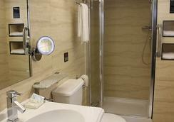 Eurotraveller Hotel Express - London - Bathroom