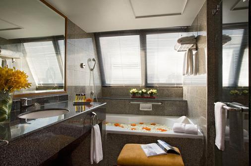 Boulevard Hotel Bangkok Sukhumvit - Bangkok - Bathroom