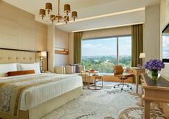 Shangri-La Hotel - Bangalore - Bedroom