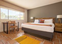 Santiago - A Gay Men's Swimsuit Optional Resort - Palm Springs - Bedroom