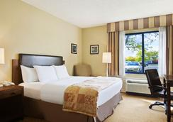 Radisson Hotel at The University of Toledo - Toledo - Bedroom