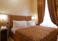 Hotel Fellini - Rome - Bedroom