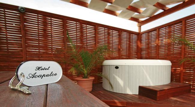 Hotel Acapulco - Rimini - Building