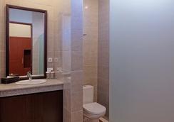 U Tube Hotel & Spa by Shailendra - South Kuta - Bathroom