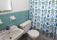 Blue Strawberry by the Sea - Lauderdale-by-the-Sea - Bathroom
