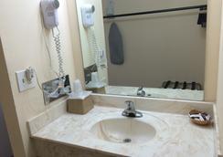 Regal Motel in Las Vegas, New Mexico - Las Vegas - Bathroom