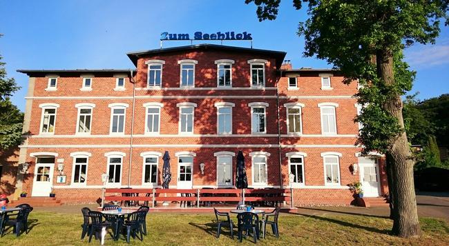 Hotel Seeblick - Klausdorf (Mecklenburg-Vorpommern) - Building