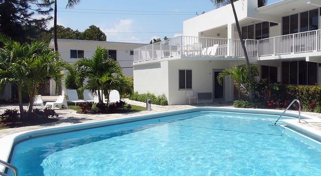 Beach Gardens A North Beach Village Resort Hotel - Fort Lauderdale - Building