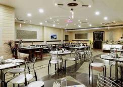 Merit Hotel - Agra - Restaurant