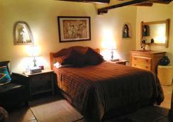 Pueblo Bonito Bed and Breakfast Inn - Santa Fe - Bedroom