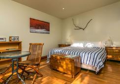Driftwood Retreat And Eco-Tours - Blenheim - Bedroom