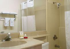 Ramada Los Angeles/Wilshire Center - Los Angeles - Bathroom
