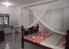 Casa Almeida Guest House - Candolim - Bedroom