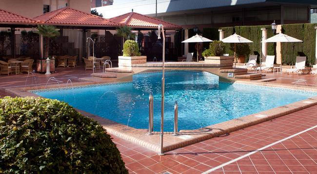 Saray Hotel - Granada - Pool
