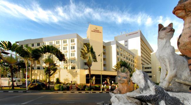 Grand Margherita Hotel - Kuching - Building