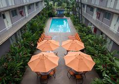 Pacific Marina Inn Airport Hotel - Honolulu - Pool
