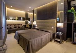 Hotel Condotti - Rome - Bathroom
