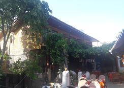 Antonios Motel - Side - Outdoor view