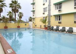 Days Inn & Suites Miami/North Beach Oceanfront - Miami Beach - Pool