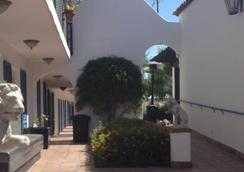 The Mediterraneo Resort - Palm Springs - Outdoor view