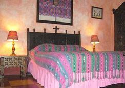 Posada Belen Museo Inn - Guatemala City - Bedroom