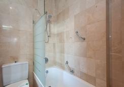 Hotel Derby Sevilla - Sevilla - Bathroom