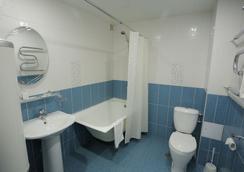 Hotel Polyot Krasnoyarsk - Krasnoyarsk - Bathroom